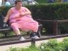 Fette Frau auf der Bank