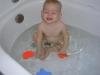Kleinkind in der Badewanne