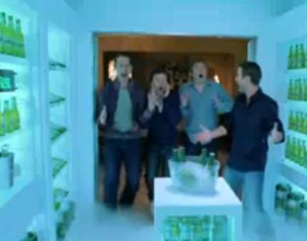 Kühlschrank Becks : Kühlschrank alle und die gäste sind am gehen becks cool delivered